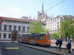 Milano tram articolato n°4975 linea 12 in piazza Fontana (Alefilobus) Tags: italy milan milano transport tram 4900 trams tramway articulated strassenbahn streetcars articolato