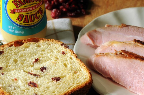 ham sandwich with cranberry bread