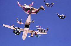 Boogie de Carnaval (padu_merloti) Tags: sky airplane buffalo minolta sopaulo floating falling skydive bufalo adrenaline parachute freefall boituva minoltamaxxum7000 merloti padumerloti