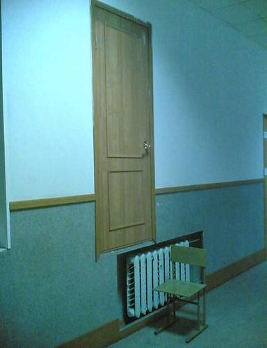Прикольные фото - строительство, дверь в офисе