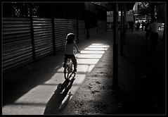 Paulette Bicyclette (Laurent Filoche) Tags: france bicycle kid nikon streetphotography toulouse yvesmontand notcropped bonzography streetportfolio