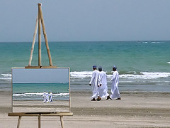 Vincent in Arabia (Firenzesca) Tags: sea beach bravo arab painter shiningstar musictomyeyes a flickrsmileys mywinners superbmasterpieces superhearts ithinkitisart excellentphotographerawards heartawards coolestdamncool platinumheartaward theperfectphotographer