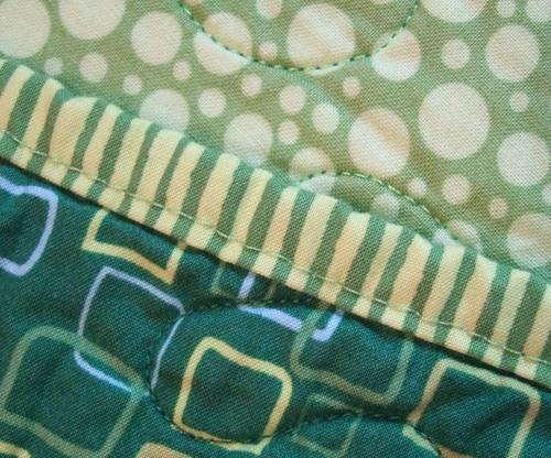 Frog quilt: Binding closeup