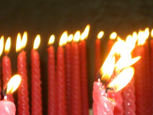 为六四亡灵点上如血如泪的蜡烛