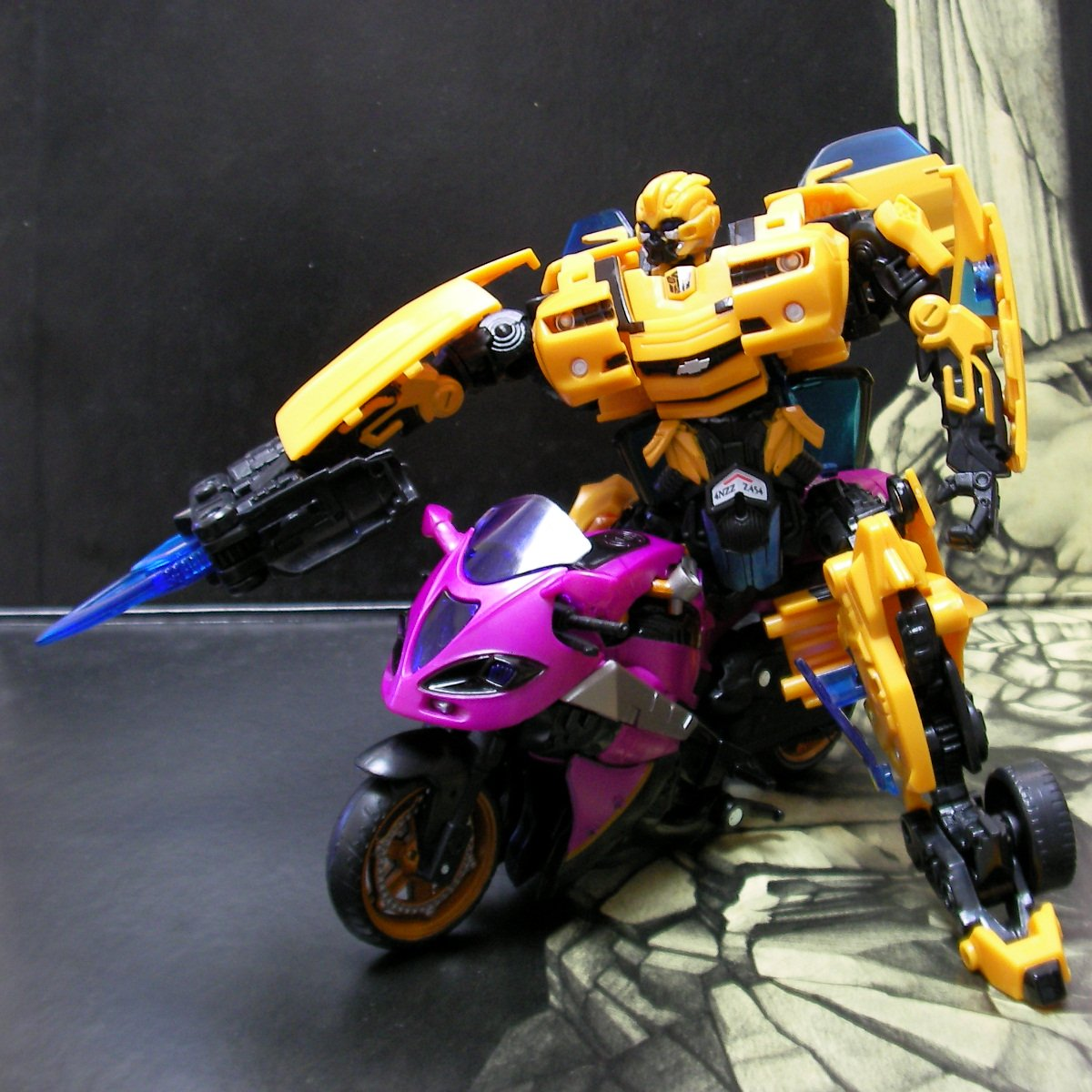 Bumblebee and Arcee 01