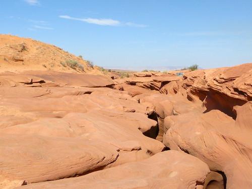 Au-dessus, l'entrée du Canyon
