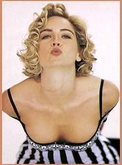 Sharon Stone ofrece sus pechos