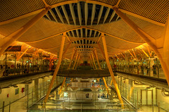 Skybridge, Madrid Airport (Thad Roan - Bridgepix) Tags: madrid bridge architecture airport spain footbridge pedestrian skybridge airlines iberia terminal4 barajas bridgepixing bridgepix 200709 madridbarajasinternationalairport