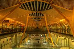 Skybridge, Madrid Airport (Thad Roan - Bridgepix) Tags: madrid bridge architecture airport spain footbridge pedestrian skybridge airlines iberia terminal4 barajas bridgepixing bridgepix 200709 madridbarajasinternationalairport