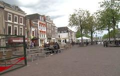 Daar op de Beestenmarkt wordt het in 2011 lijden... in Leiden (3FM) Tags: leiden champagne fotolog beestenmarkt 3fm seriousrequest 3fmseriousrequest annemiekeschollaardt