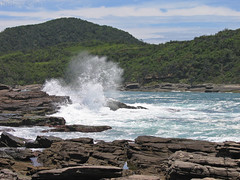 Splash III (EsteMar Dantas) Tags: sea brazil brasil landscape mar rocks rj paisagem splash bzios rochas praiadafoca focasbeach