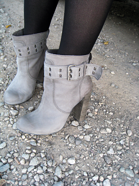 gray ankle boots on gray rocks with black tights