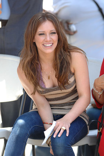 hilary-duff-charity-10