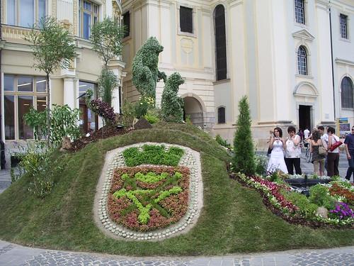 Bizarre topiary