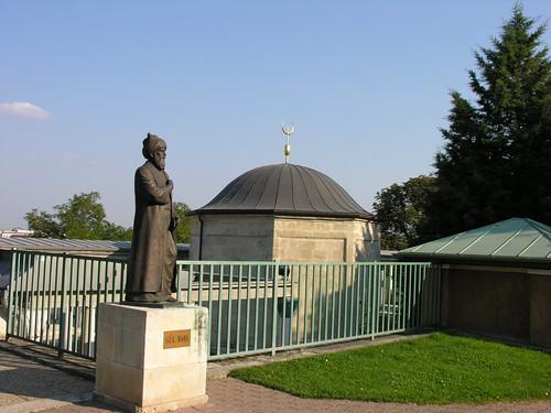 Gül Babab síremléke Budán, van még két sírja ezen kívűl Törökországban.