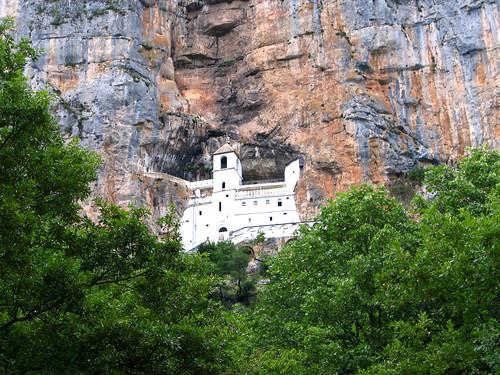 Monaste`re d'Ostrog, au Montenegro オストログ修道院