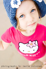 hello Kitty ;) (Marta Potoczek) Tags: hello portrait color beach girl kitty d200 f28 martas 3570mm dazzler