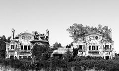 Mansiones abandonadas I (-Merce-) Tags: bw espaa house photoshop geotagged casa spain corua decay bn ruina galicia abandono mmbmrs geo:lat=4332215227 geo:lon=835765622216 blancamadison antoniotenreiro peregrnestells elgrajal juliolpezbailly