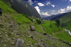 Neelum Valley, Azad Kashmir (Max Loxton) Tags: pakistan beauty photographers pakistani azadkashmir neelumvalley yasirnisar
