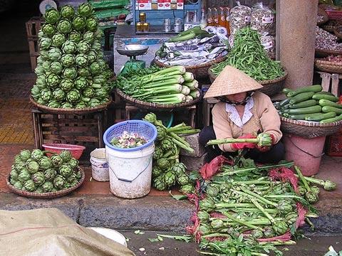 dalat market artichokes