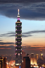 Taipei 101 Skyscraper (*Yueh-Hua 2013) Tags: camera sunset building tower architecture night skyscraper canon buildings eos fine taiwan 101  taipei taipei101 dslr        30d  101       canoneos30d verticalphotograph  mywinners canonef70200mmf4lisusm  is l taipei101skyscraper taipei101internationalfinancialcenter  tigerpeak   2007july