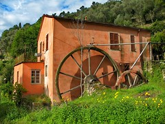 Water-mill (klausthebest) Tags: italy wheel countryside rapallo liguria campagna bec soe watermill mulino italians ruota wassermhle wonderworld 25faves aplusphoto holidaysvacanzeurlaub superbmasterpiece diamondclassphotographer flickrelite platinumheartaward theperfectphotographer happinessconservancy valtuja