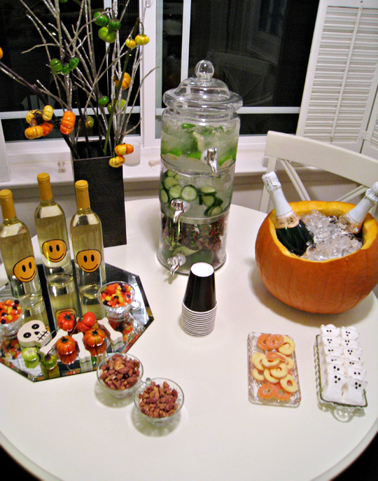 festive halloween table+pumpkin as champagne bucket