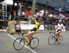 "Pinner: ""I'm the Man""  Tuft: ""He's the Man"" (realaworld) Tags: vancouver cycling yaletown bikerace tuft yaletowngrandprix 2007 strain pinner promen"
