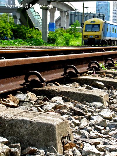 Train-Tracks01
