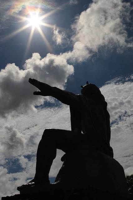 真夏日の彫像