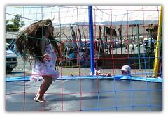 Criana  vida (*Tuvy*) Tags: girl kid jj jump jumping child bodylanguage sp criana pulo pulando valinhos tuvy 27festadefolclore