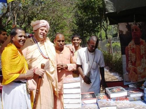 H H Jayapataka Swami in Tirupati 2006 - 0041 por ISKCON desire  tree.