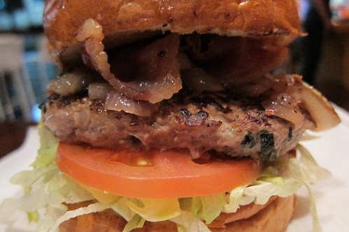 Juicy Burger: bacon & blue cheese burger