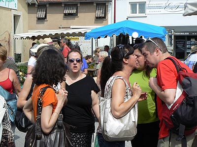 conspirateurs au marché.jpg