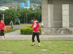 放風箏的表情和動作都太正面了!
