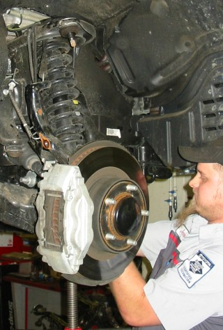 Removing strut assembly