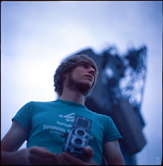 09 (rman) Tags: portrait man male rio rollei analog swimming kodak harbour crane hamburg tshirt dia mann positive hafen kiev ektachrome kran 64t kunstlicht