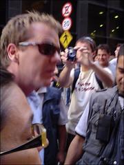 Uma tarde com Jack Bauer 41 (MaGioZal) Tags: brazil brasil sopaulo autograph sampa signing centrovelho comercial gravao centro 07072007 umatardecomjackbauer citroenkiefersutherland