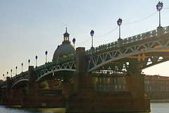 08 septembre 2007 Toulouse Pont mtallique (1) (melina1965) Tags: leica bridge water lumix eau bridges september panasonic pont toulouse septembre ponts 2007 ironworks hautegaronne midipyrnes ferronnerie golddragon fx10 photophiles dragongoldaward gr8photos photographieetfrancophonie