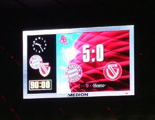 Anzeigentafel in der Allianz Arena: Bayern - Cottbus 5:0