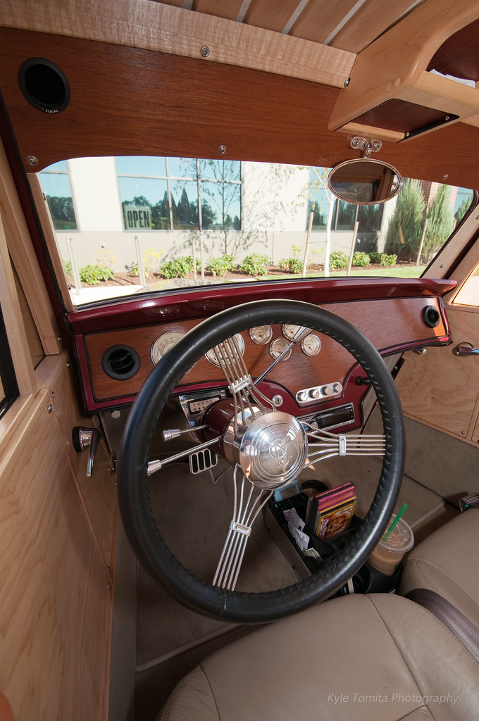1933 Ford Woody interior 001