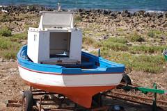 barca su carrello (kikkedikikka) Tags: rock boat san barca barcos lo sicily capo sicilia trapani vito nikond40 rgspaesaggio rgscastelli rgsnatura rgsscorci