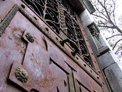 Puerta oxidada I (Jorgelixious) Tags: door cemetery puerta general cementerio oxido coolpix fujifilm oxide s5600