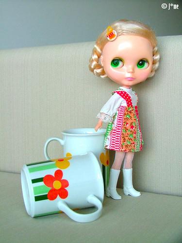Dress + flower mugs by J*me.