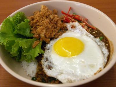 Rice with Thai Style Chicken Gravy