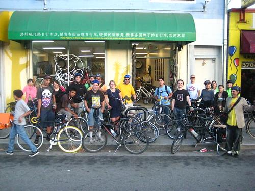 A crowd of cyclists and supporters outside Flying Pigeon LA for Streetsblog's NELA fundraiser on June 18, 2010.