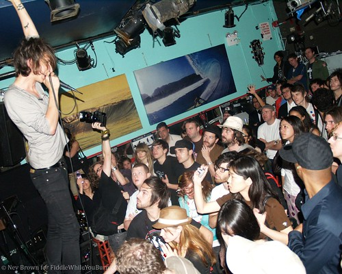 06.06 the Horrors @ Pianos (14)