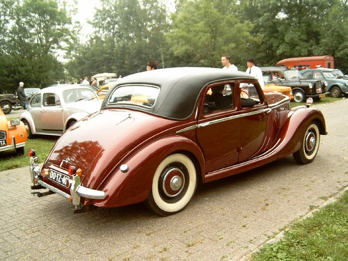 Riley RMA (1946-52) 1496 cc twin cam, high pushrod engine.