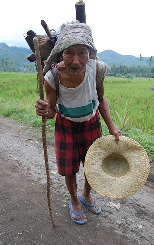leyte woman firewood Pinoy Filipino Pilipino Buhay  people pictures photos life Philippinen  菲律宾  菲律賓  필리핀(공화국) Philippines