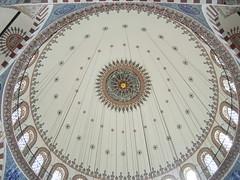 Rstem Pasha Camii, Istanbul, Turkey (balavenise) Tags: architecture turkey muslim islam religion istanbul mosque tiles dome 16 ottoman cami sinan pasa plafond mosque mesquita rustem rustempasa iznik mimar 1559 mimarsinan rustempasha panasoniclumixfxdmc07 rstempashacamii islamicdome